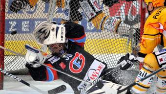 Fribourgs Carons Parade gegen Robitaille in Fussball-Goalie-Manier