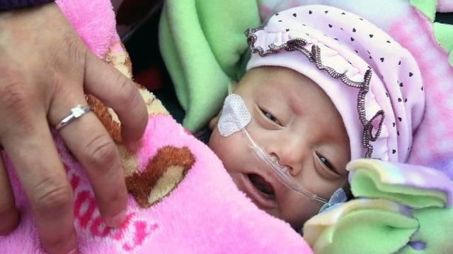 Neugeborenes in der Neonatologischen Abteilung
