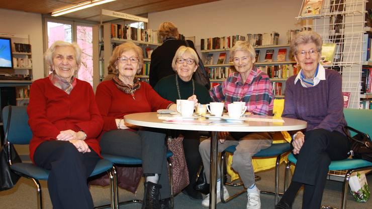 Geroldswiler Bücherfreundinnen: Elisabeth Schmid, Sylvia Conrad, Ursula Bernhard, Eva Maria Böhni und Graziella Schwank (von links).