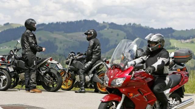 Motorradfahrer auf dem Schallenberg im Kanton Bern (Archiv)