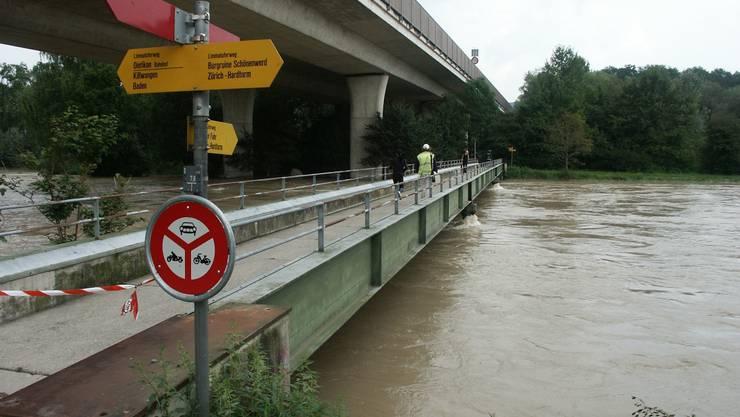 So wie 1999 soll es in Dietikon nie wieder aussehen: Seitdem die Limmat damals übers Ufer trat, wurde für den Hochwasserschutz viel getan.