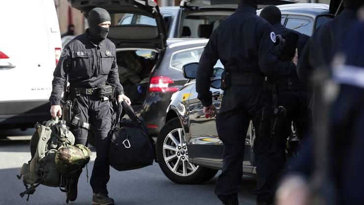 Maskierte Polizisten der Anti-Terroreinheite der französischen Gendamerie.