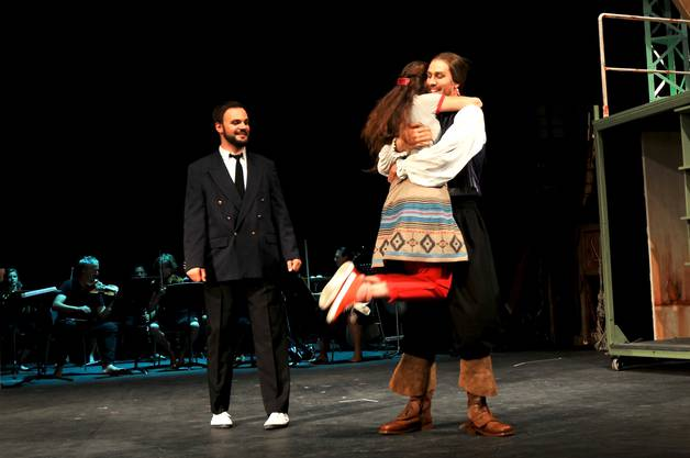 Freudige Verlobung zwischen Senta und dem Holländern
