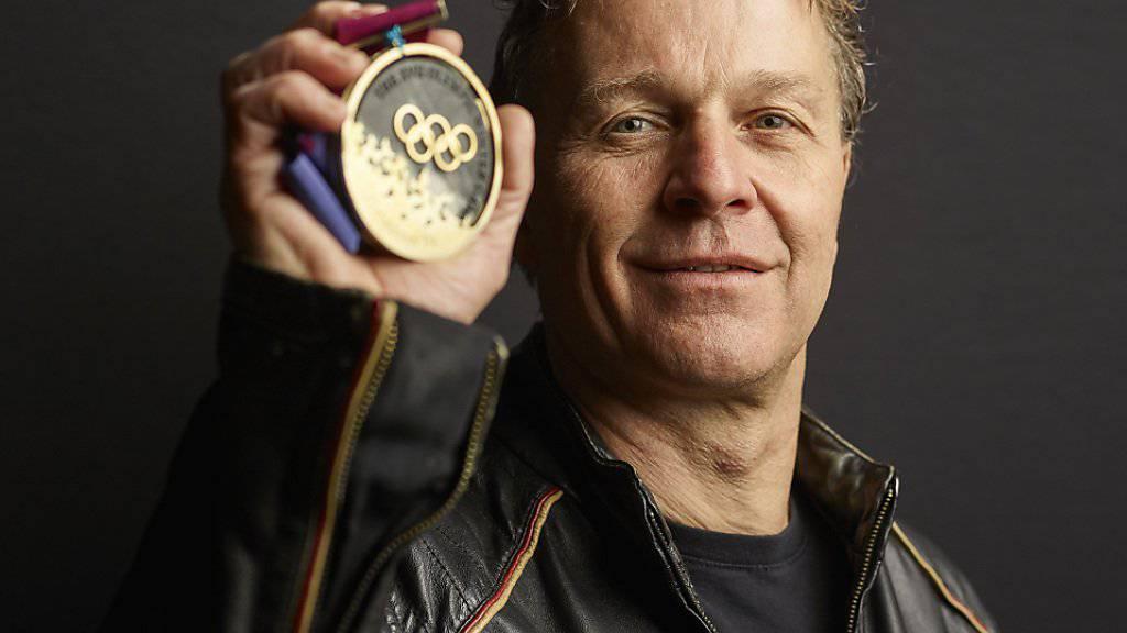 Andreas «Sonny» Schönbächler mit seiner 1994 errungen Goldmedaille