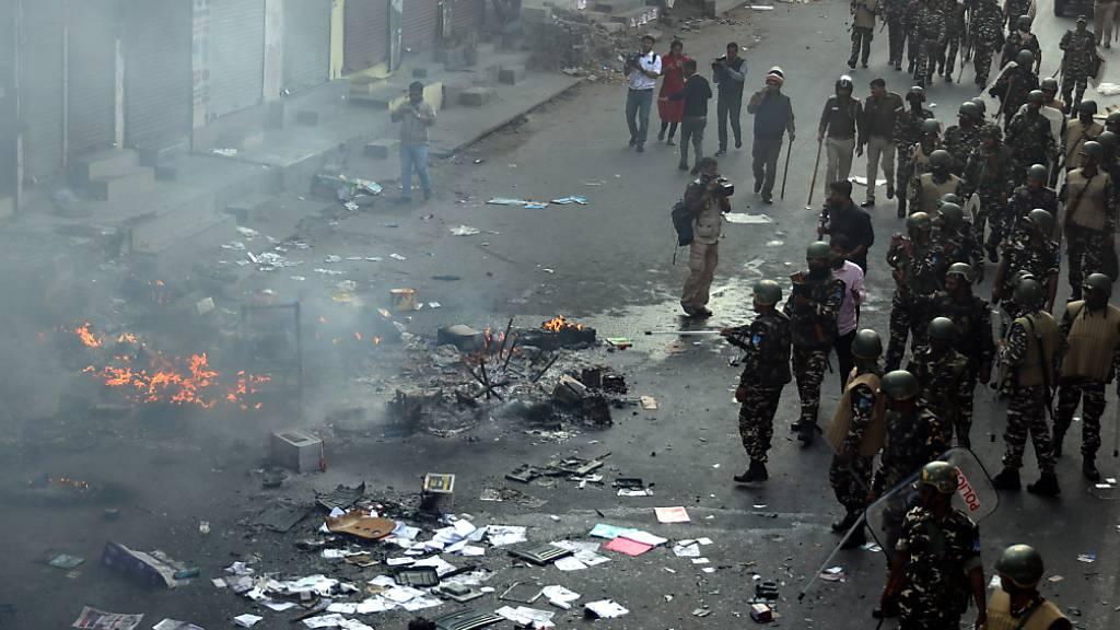 Zahl der Toten bei Zusammenstössen in Neu Delhi steigt auf 20