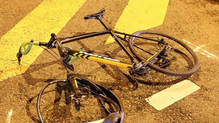 frontalkollision zwischen einem fahrrad und einem e bike. Black Bedroom Furniture Sets. Home Design Ideas