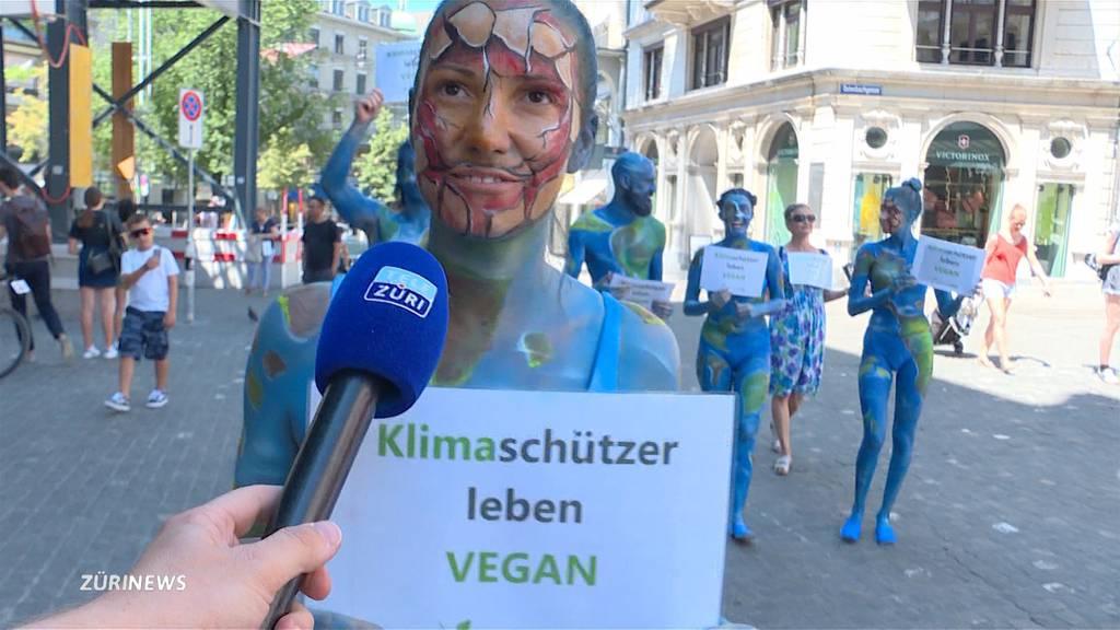 Halbnackt fürs Klima: Veganer demonstrieren in Zürich