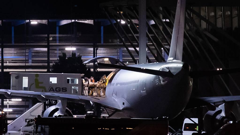 Der zweite Flieger mit verletzte Soldaten aus Mali ist auch zurück.