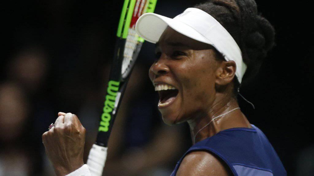 Venus Williams schafft in Singapur den Einzug in die Halbfinals der WTA-Finals.