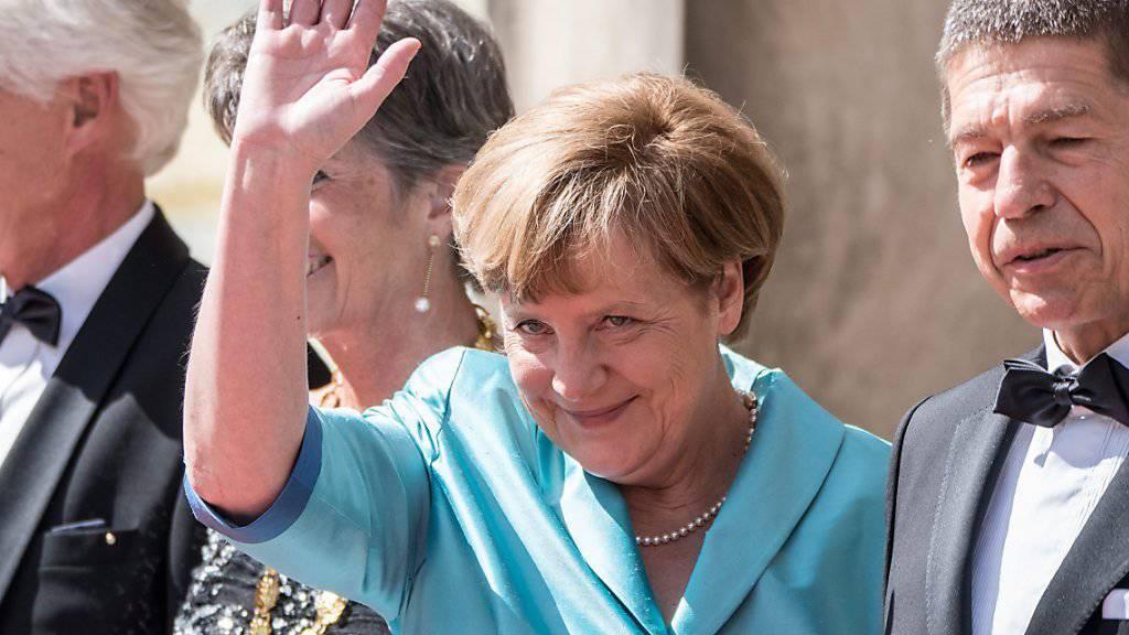 «Gut gefallen»: Deutschlands Kanzlerin Angela Merkel mit Ehemann Joachim Sauer bei Bayreuth-Festspielen