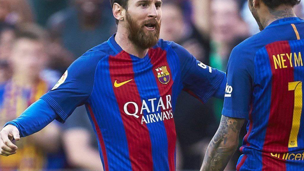 Lionel Messi jubelt mit Neymar nach seinem Tor zum zwischenzeitlichen 2:1 gegen Villarreal
