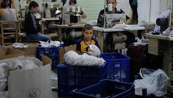 Im Arbeits- statt im Schulzimmer: UNICEF beziffert die Zahl der Kinder, die keinen Zugang zu Grundschulunterricht haben auf 124 Millionen. (Archivbild)