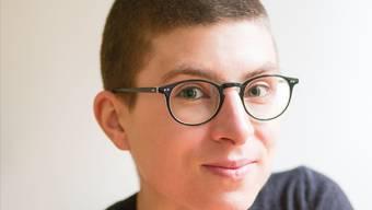 Anna Stern, 30, ist Schriftstellerin und Doktorandin an der ETH Zürich, wo sie an antibiotikaresistenten Bakterien forscht.