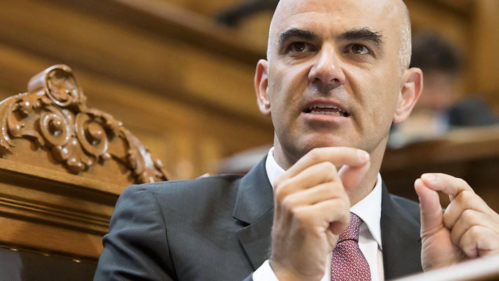 """Bundesrat Alain Berset warb nach Ablehnung der """"AHVplus""""-Initiative für einen Mittelweg. Extreme Lösungen dürften nicht mehrheitsfähig sein."""