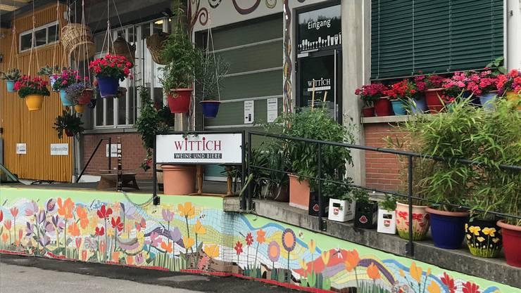 Eines von Maurers Kunstwerken: Der Eingang der Weinhandlung Wittich.