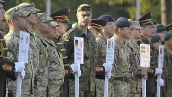 Soldaten aus verschiedenen Ländern an der Militärübung