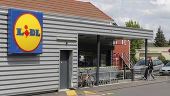 Auf dem Parkplatz des LIDL in Küssaberg-Kadelburg griff der Unbekannte den 67-Jährigen mit einem Schraubenzieher an. (Symbolbild)