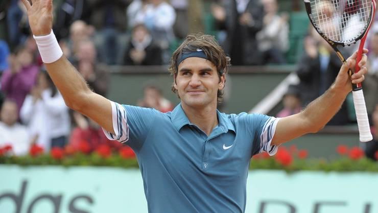 Das erste Duell zwischen den beiden Schweizern auf Stufe Grand Slam geht in Paris klar und deutlich in drei Sätzen an Roger Federer. Eine Runde später unterlag er allerdings Robin Söderling und konnte seinen Titel aus dem Vorjahr nicht verteidigen. (Bild: Keystone)