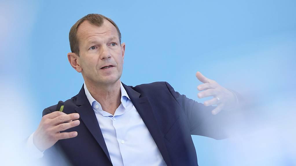 Ruag-International-Chef André Wall spricht am Dienstag an der Medienkonferenz in Zürich das Semesterergebnis 2021.