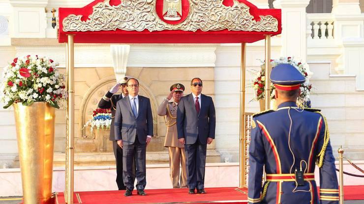 Frankreichs Präsident Hollande bewahrt beim Staatsbesuch in Ägypten Haltung.