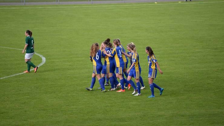 Die Frauen des SC Derendingen Solothurn mit dem Sieg