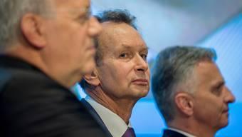 Bundesrat Johann Schneider-Ammann, FDP-Präsident Philipp Müller und Bundesrat Didier Burkhalter (v.l.) an der Delegiertenversammlung in Lugano.