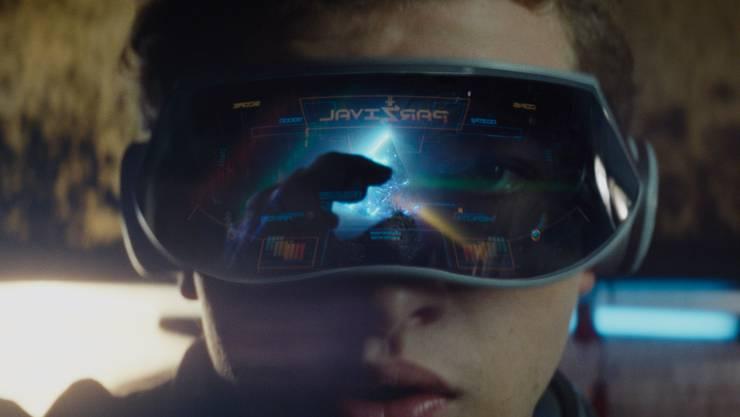Im Film «Ready Player One» entflieht Wade Watts (Tye Sheridan) per Brille dem trüben Alltag – in eine genauso trübe virtuelle Realität.