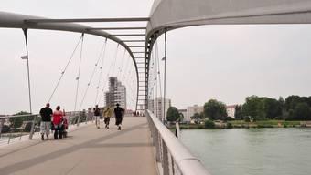 Wirtschaft braucht Gegenseitigkeit: die Dreiländerbrücke zwischen Weil (D) und Huningue (F).
