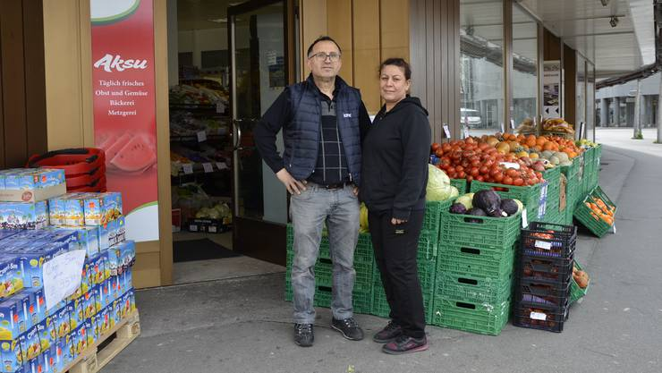 Das Aksu bringt Strassenmarktflair an die Hauptstrasse in Brugg. Im Bild: die Geschäftspartner Yves und Songül Sari.