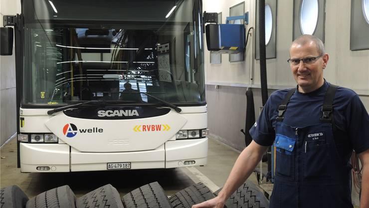 Insgesamt 48 Busse wintertauglich machen – eine grosse Aufgabe für den Technischen Leiter Hans Boll und sein Team.