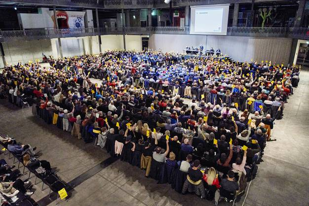 Rund ein Fünftel der stimmberechtigten Bevölkerung, 923 von 4731 Personen, fand sich in der geräumigen Umweltarena zur Gemeindeversammlung ein.