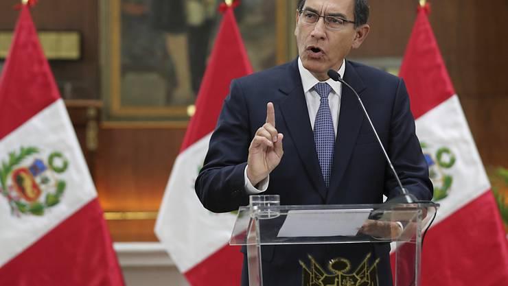 Der Präsident Perus Martín Vizcarra hat am Montag Neuwahlen in seinem Land angekündigt. (Archivbild)