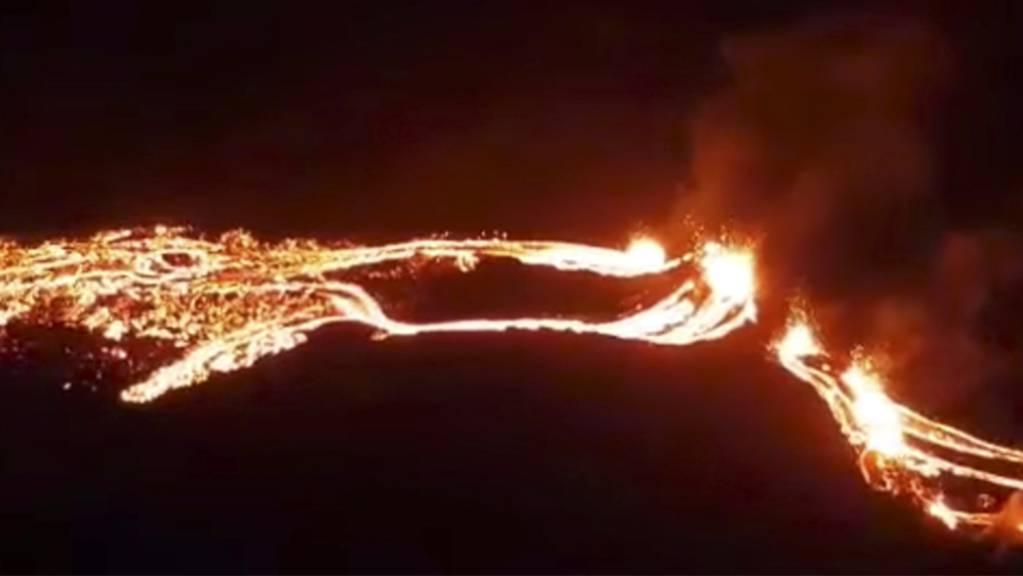 Dieses vom isländischen Met Office zur Verfügung gestellte Foto zeigt eine Eruption des Vulkans Fagradalsfjall. Foto: -/Icelandic Met Office/AP/dpa