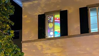 Im Dezember 2020 sollen neue Bilder die Fenster der Dietiker Bibliothek zieren. Der Stadtverein hat ein entsprechendes Projekt gestartet.