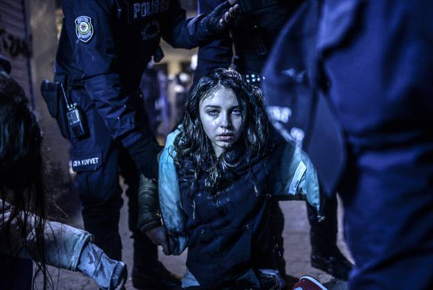 Istanbul. Ein junges Mädchen wurde bei Zusammenstössen zwischen Demonstranten und der Polizei verletzt.