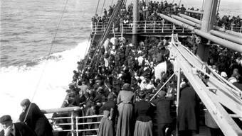 In der Regel kam ein Auswanderungsschiff – die Aufnahme stammt aus dem frühen 20. Jahrhundert – selten ohne Verluste ans Ziel.AKG-Images