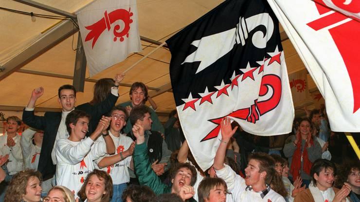 Die Probaselbieter feiern ihren Sieg am 12. November 1989 in einem grossen Festzelt auf dem Laufner Amtshausparkplatz.