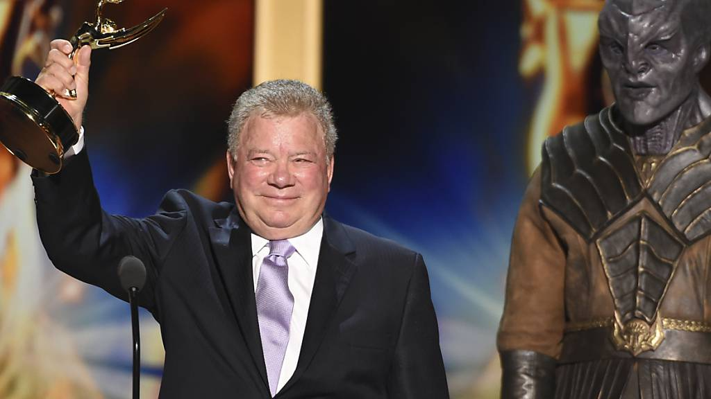 ARCHIV - William Shatner 2018 im Microsoft Theater bei der Verleihung der Creative Arts Emmy Awards. Foto: Phil Mccarten/Invision/dpa