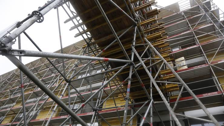 Baustelle pur, innen wie aussen: Das ehemalige Spital wird zum Leistungszentrum ausgebaut.