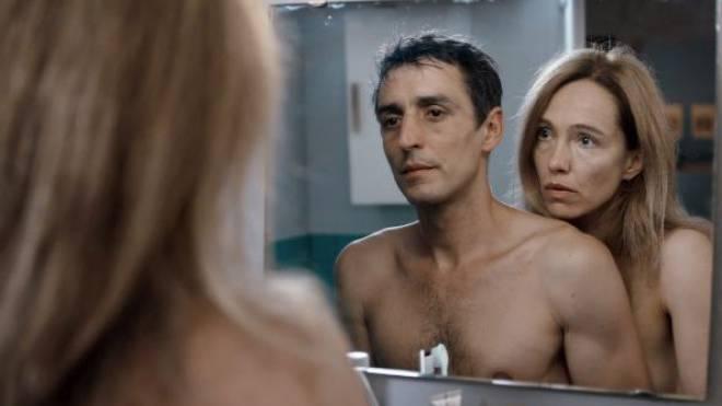 Dominique Jann und Ursina Lardi im Eröffnungsfilm «Unter der Haut». Foto: HO