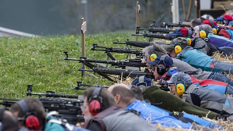 Die EU hat ihr Waffenrecht verschärft, die Schweiz muss nachziehen. Der Widerstand ist gross. Schützenorganisationen haben das Referendum angekündigt. (Archivbild)