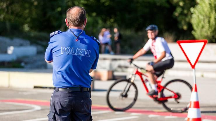 Im Verkehrsgarten des Schüwo Parks übt die Behindertensportgruppe Wohlen-Lenzburg.