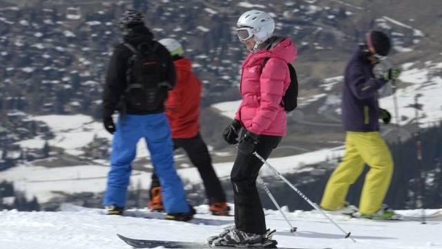 Skifahrer in Verbier an einem sonnigen Märztag (Archiv)