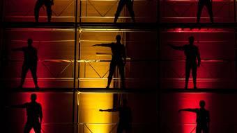 Ein Spiel mit Licht und Schatten: Die Turnshow in Niederrohrdorf. Fotos: Philippe Neidhart