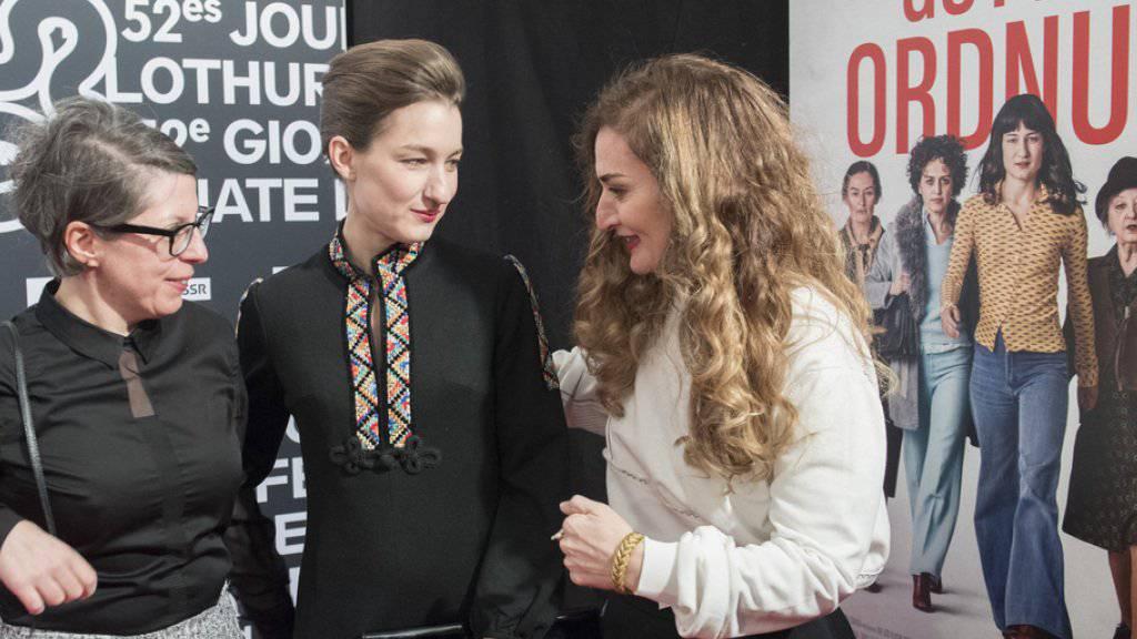Petra Volpe, Regisseurin, Marie Leuenberger, Hauptdarstellerin, und Rachel Braunschweig, Darstellerin, (v.l.) anlässlich der Eröffnung der 52. Solothurner Filmtage am 19. Januar 2017 in Solothurn. (Archiv)