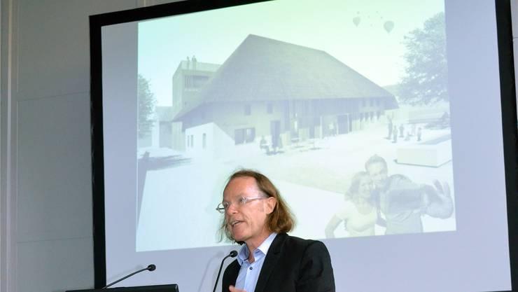 Architekt Lukas Zumsteg erläutert den Bericht des Beurteilungsgremiums. IHK