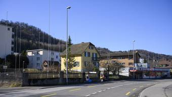 Hinter den geplanten Neubauten beim Denner im Kappelerhof plant die Baugenossenschaft Lägern Wohnen den Abbruch zweier Mehrfamilienhäuser und den Neubau von zwölf Reiheneinfamilienhäusern.