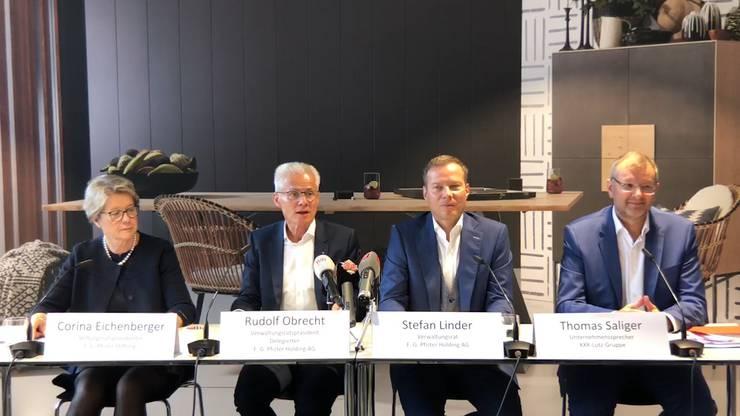 Von links: Corina Eichenberger (Pfister-Stiftung), Rudolf Obrecht (VR-Präsident Pfister), Stefan Linder (VR Pfister), Thomas Saliger (XXXLutz).