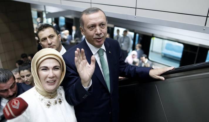 Erdogan im Istanbuler Bahnhof.