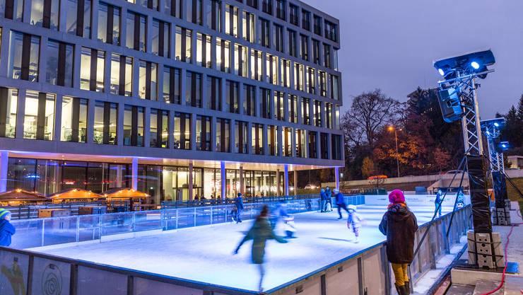 Das Eisfeld beim Fachhochschul-Campus ist von Beginn weg auf grosses Interesse gestossen.